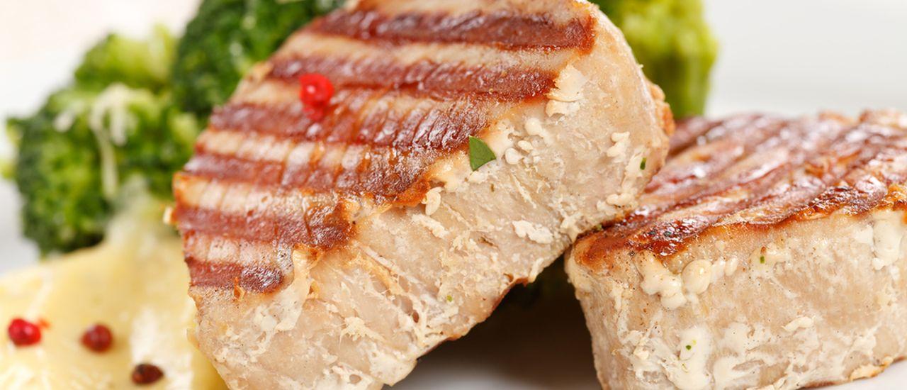 Pan-seared tuna with lime pepper crust